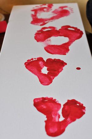 Saint Valentin: empreintes de pied en forme de coeur